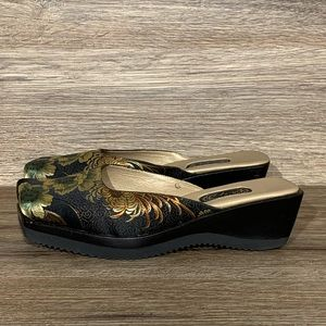 Salpy Handcrafted Asian Inspired Slip-on Clogs